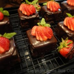 Chocolate-Cake-with-Strawberry-Apricot-Jam101