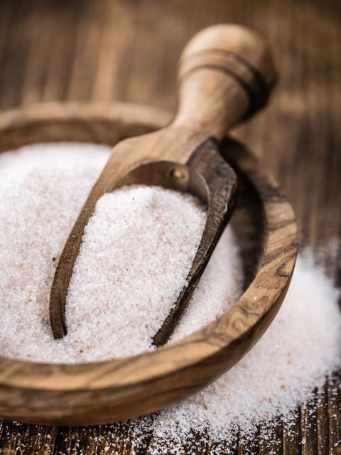 pink-Himalayan-salt-in-wooden-bowl