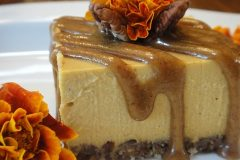 Pumpkin-Spice-Cheesecake-with-Pecan-Caramel-Sauce-4