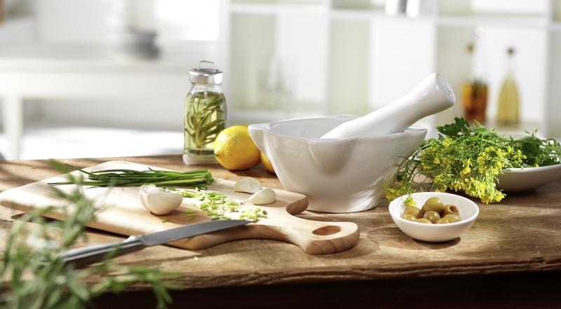 making-salad-dressing-1