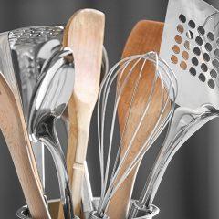 utensils-in-container-F