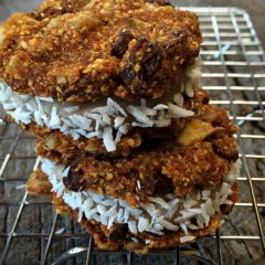 Raw-Carrot-Cake-Sandwich-Cookies-with-Pumpkin-Spice-Buttercream-Frosting3
