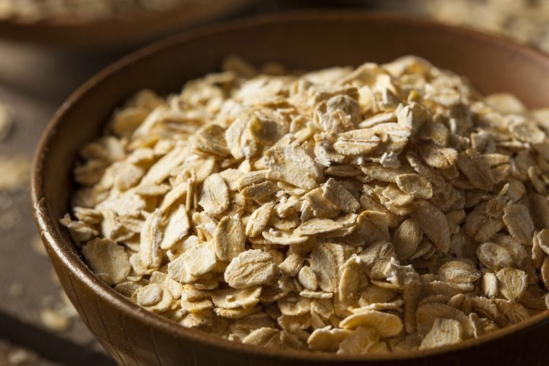 rolled-oats-in-wooden-bowl