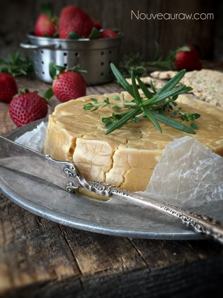 Raw-'Brie'-Cashew-Cheese-with-Rind2