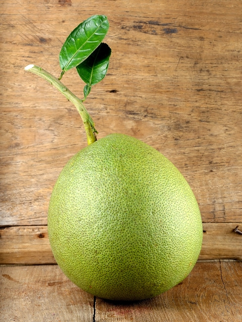 pomelo-on-wooden-table