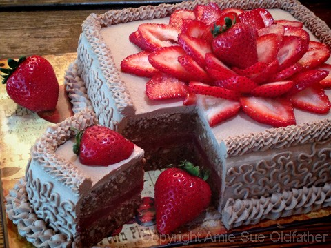Hazelnut-Cardamom-and-Strawberry-Layered-Cakemain2