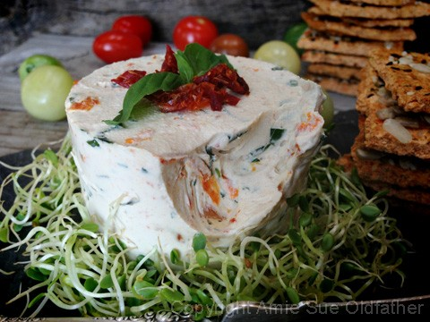 Sun-dried-Tomato-and-Basil-Cheese-Spread8
