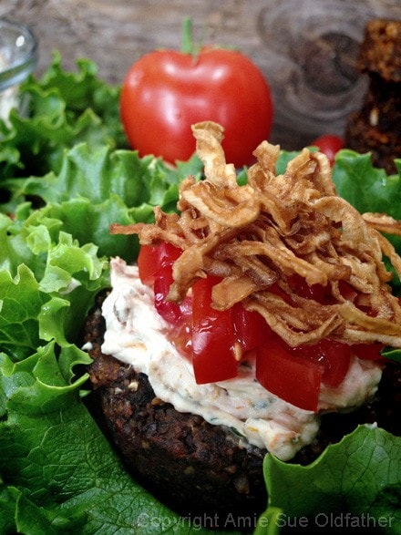 Sun-dried-Tomato-and-Pesto-Nutburger-3