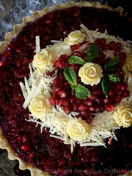 Raw-Pomegranate-and-Cranberry-Relish-Cheesecake0000
