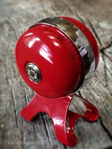 A cute red timer at Nouveau Raw
