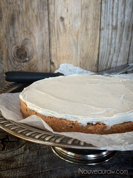 Raw-Carrot-Cake-with-Pumpkin-Spiced-Frosting12
