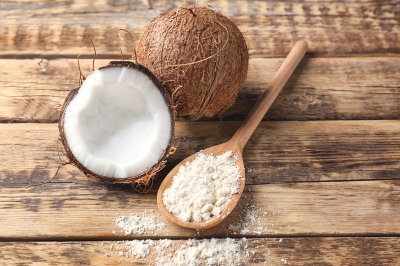 dried-coconut-flour-on-wooden-table