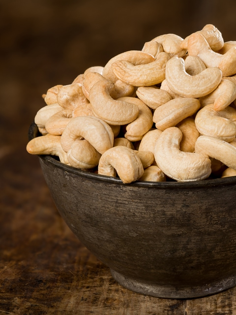 Raw Cashews, Soaked and Drying | Nouveau Raw