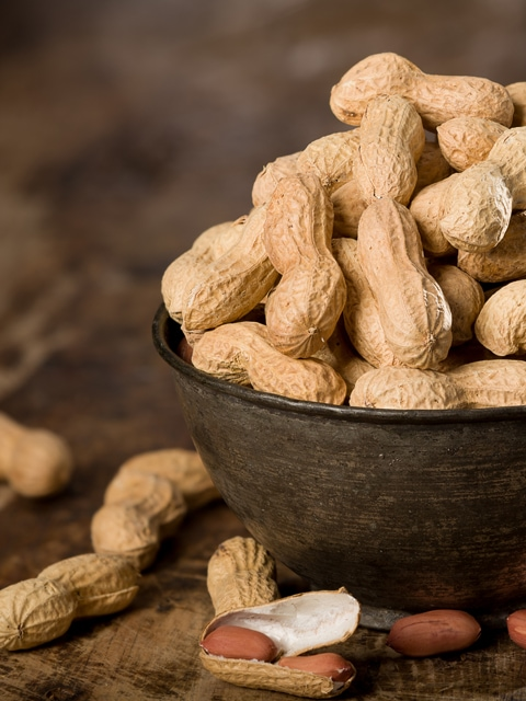 peanuts-close-up-in-a-bowl