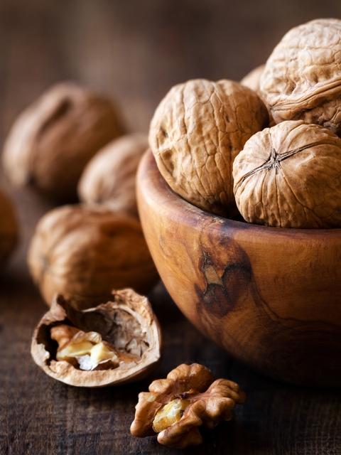 Raw Food Diet - Soaking Walnuts
