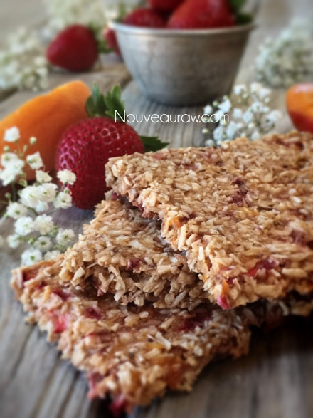 Raw-Strawberry-Aprico-Coconut-Crackers1