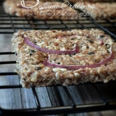 sweet-onion-sesame-creacker1