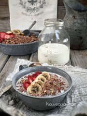Strawberry Banana Nut Muesli (raw, vegan, gluten-free)