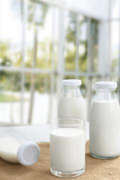 almond-milk-in-bottle-480