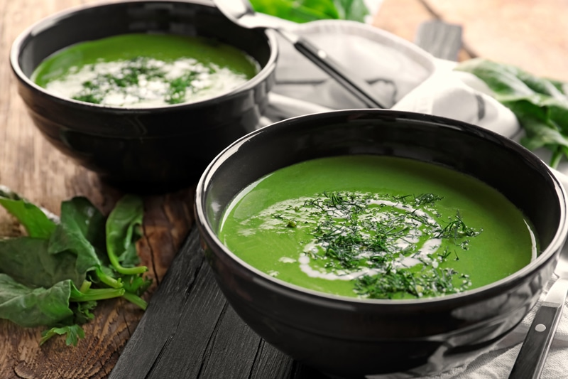 spinach-soup-in-black-bowls
